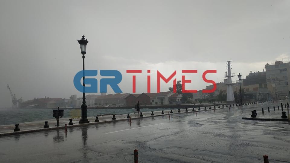 Ισχυρή καταιγίδα στη Θεσσαλονίκη (VIDEO)