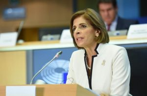 Καθησυχαστική η Ευρωπαία επίτροπος για το άνοιγμα των σχολείων