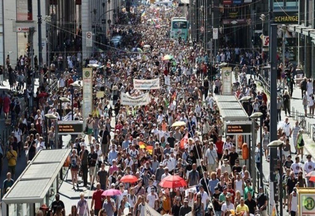 Κορωνοϊός – Βερολίνο: Μαζικές διαδηλώσεις κατά των μέτρων