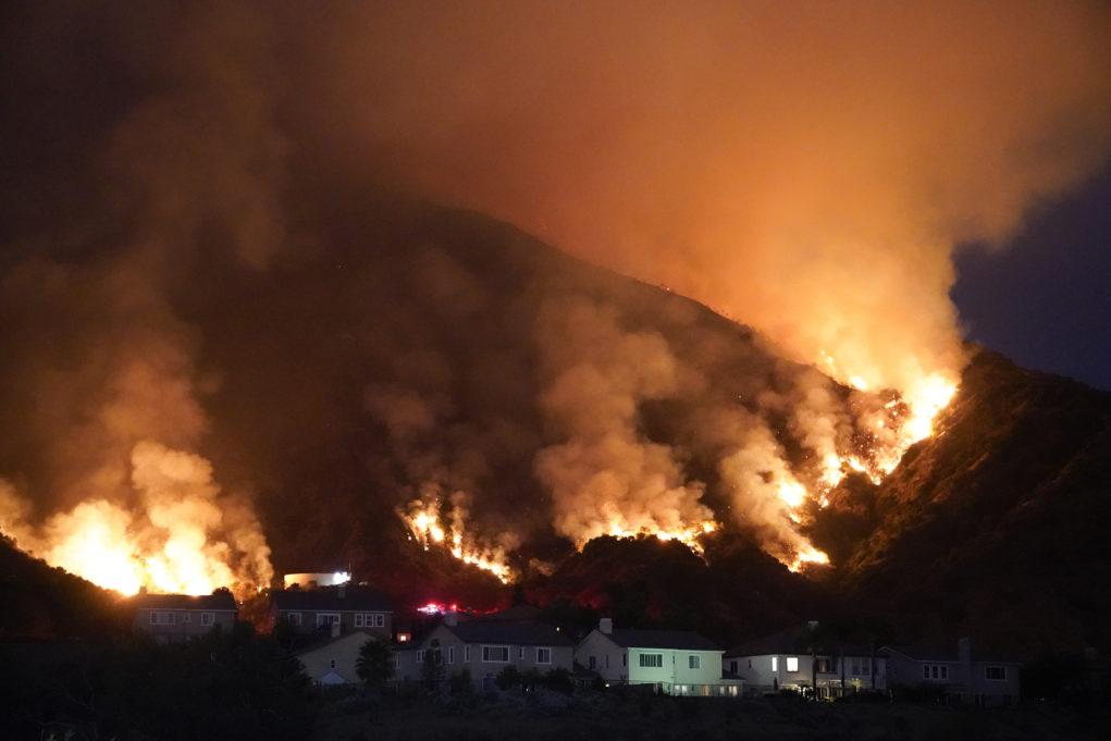 Καλιφόρνια: Μάχη με τις φλόγες για τρίτη ημέρα (VIDEO)