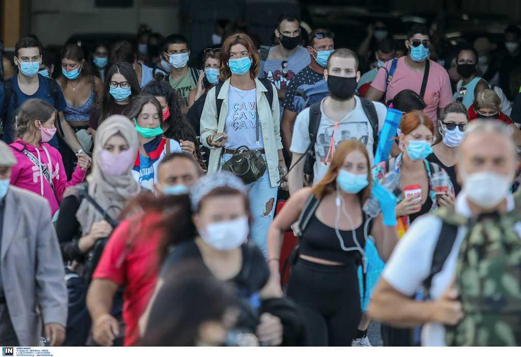 Εισήγηση επιτροπής: Να επανέλθει η μάσκα στους εξωτερικούς χώρους-Στο τραπέζι νέα μέτρα