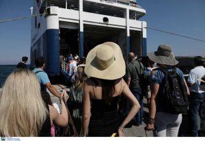 Κορωνοϊός: Τεστ στους εκδρομείς που επιστρέφουν σε Πειραιά και Ραφήνα