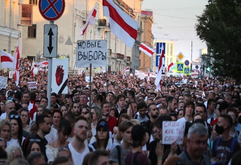 Εκατοντάδες συλλήψεις διαδηλωτών στο Μινσκ