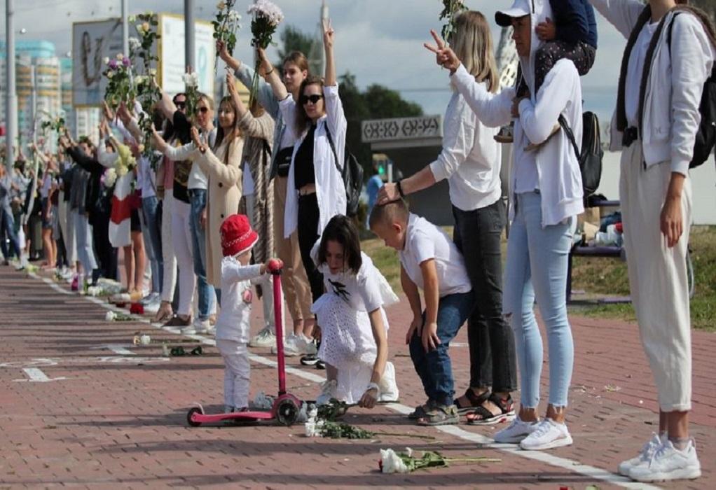 Λευκορωσία: Ανθρώπινες αλυσίδες κατά της βίαιης καταστολής