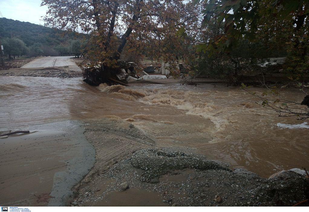 Πλημμύρες στη Θάσο- Απεγκλωβίστηκαν 4 άτομα