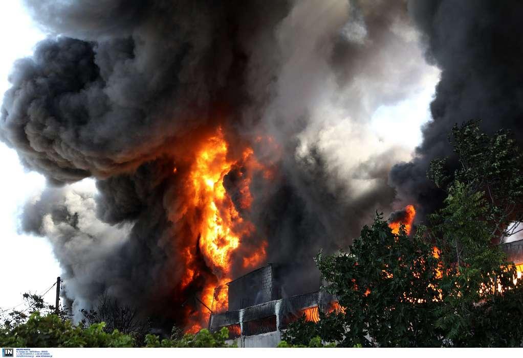 Φωτιά στη Μεταμόρφωση: Ενισχύονται συνεχώς οι δυνάμεις (ΦΩΤΟ)