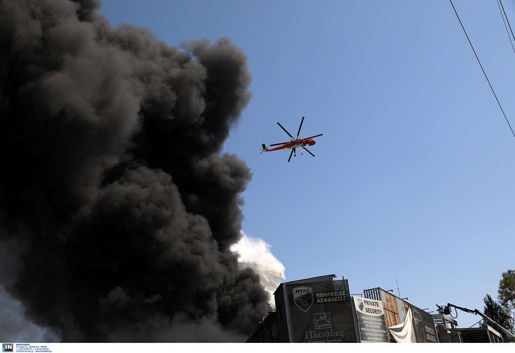 Σε πλήρη εξέλιξη η πυρκαγιά στη Μεταμόρφωση (ΦΩΤΟ)