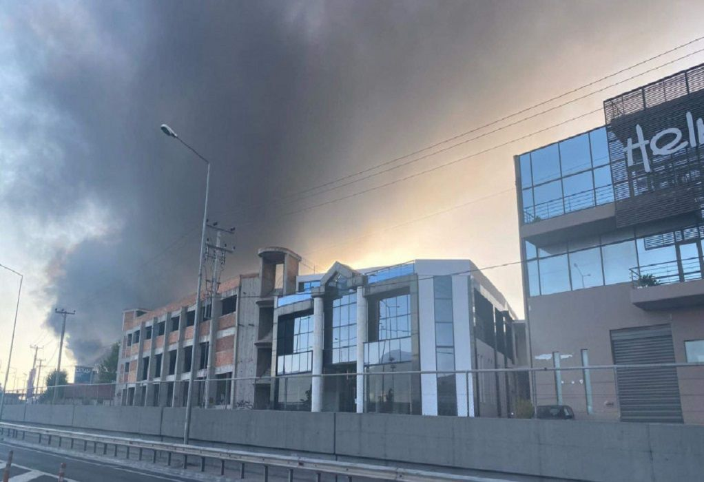 Φωτιά σε εργοστάσιο στη Μεταμόρφωση – Κλειστή η Αθηνών-Λαμίας