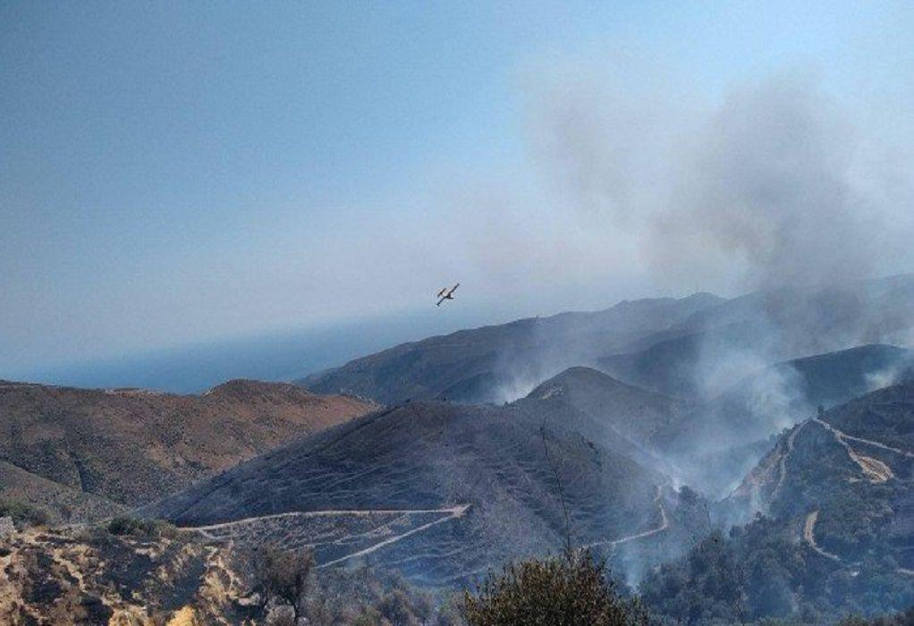 Μαίνεται η φωτιά στο Σέλινο Χανίων – Ολονύχτια μάχη με τις φλόγες