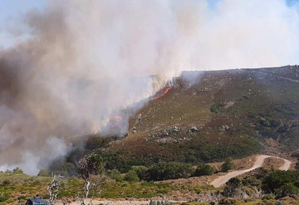Χανιά: Σε εξέλιξη η φωτιά – Δυσκολίες στην κατάσβεσή της