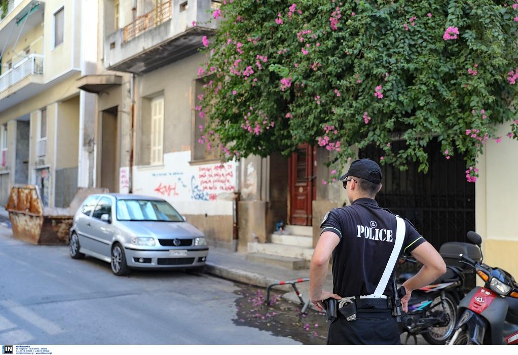 Εξάρχεια: Βρέθηκε χειροβομβίδα σε πατάρι διαμερίσματος