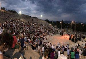 Συναυλία στην Καβάλα: Με μάσκα και αστυνομική επιτήρηση (ΦΩΤΟ)