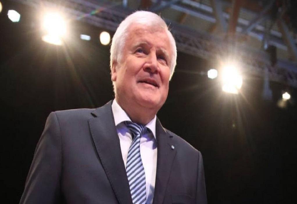 Ζεεχόφερ: «Καλή βάση» για διαβουλεύσεις η πρόταση της Κομισιόν για το άσυλο