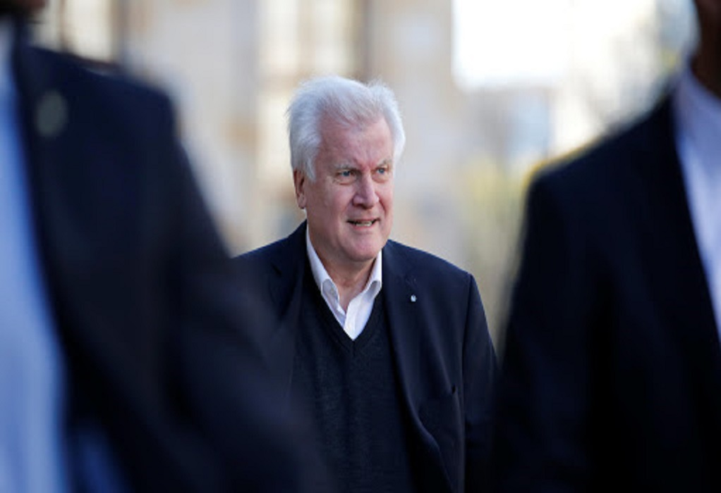 Γερμανία: Ο Ζεεχόφερ υπερασπίστηκε την απόφαση υποδοχής προσφύγων από την Ελλάδα
