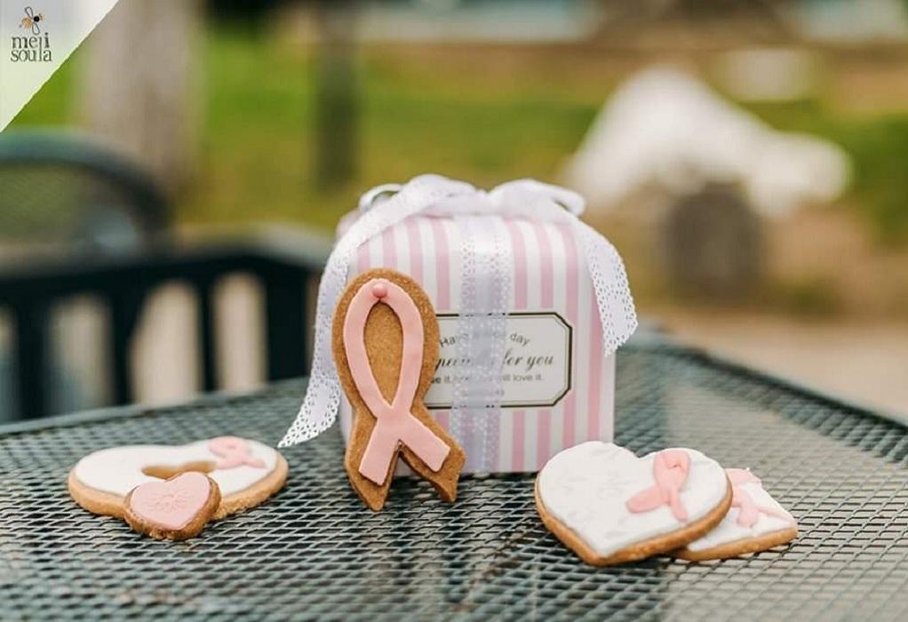 «Μαζί για τον Καρκίνο του Μαστού» με… ένα κουτί μπισκότα