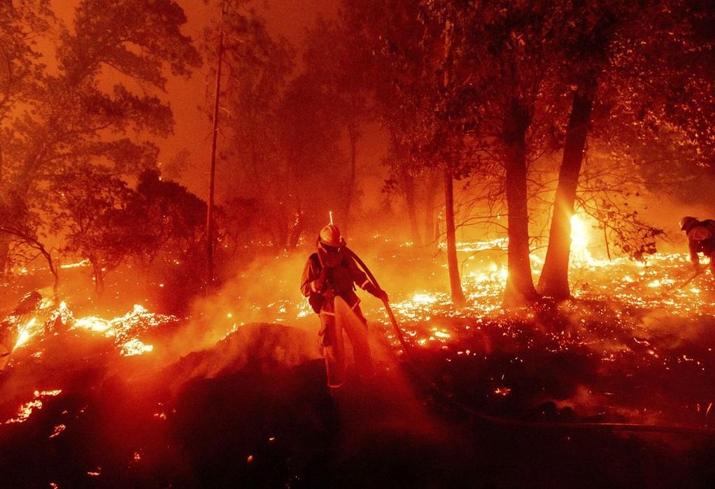 Φωτιά στην Κερατέα: Βελτιωμένη η κατάσταση – Δεν απειλούνται σπίτια
