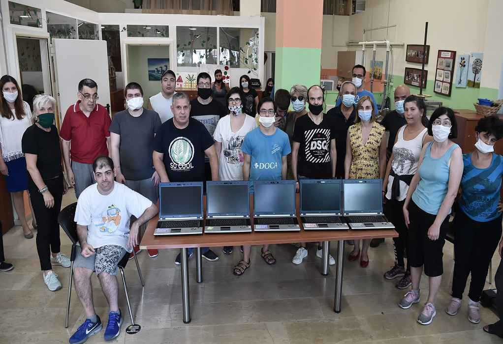 Δ. Νεάπολης – Συκεών: Ηλεκτρονικοί υπολογιστές σε παιδιά ΑμεΑ (ΦΩΤΟ)