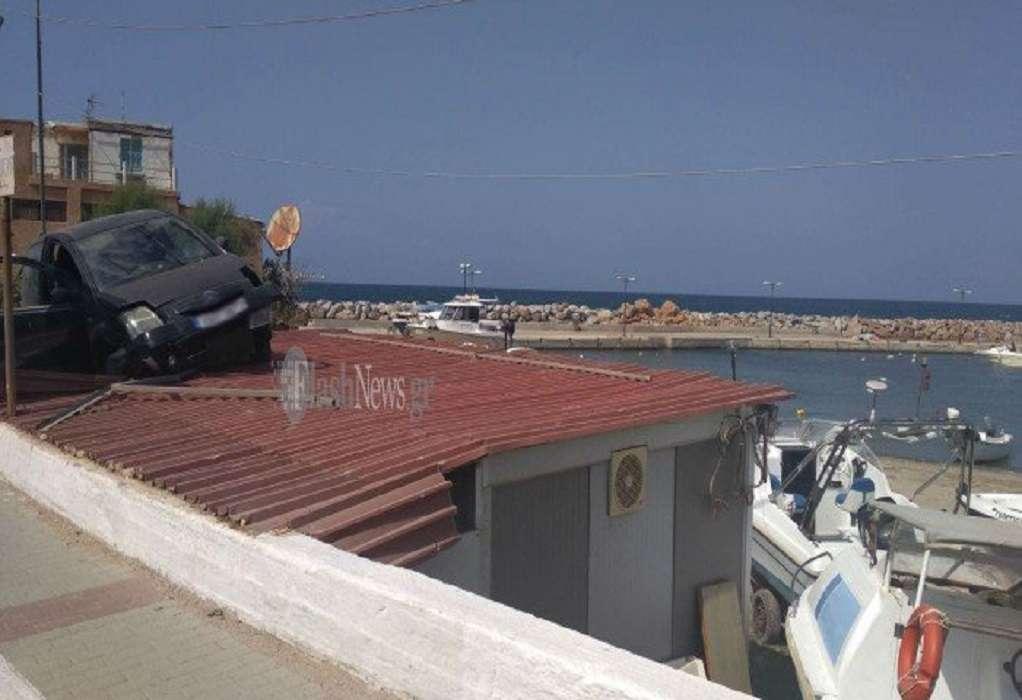 Χανιά: Αμάξι προσγειώθηκε πάνω σε σκεπή (ΦΩΤΟ)