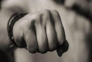 Γαλάτσι: Συμμορία 20 ατόμων χτυπούσαν έναν 17χρονο