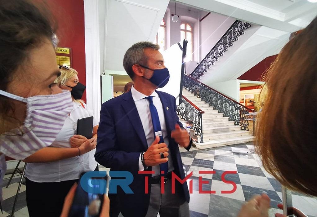 Με επώνυμη γραβάτα υποδέχθηκε Μητσοτάκη ο Ζέρβας (ΦΩΤΟ)