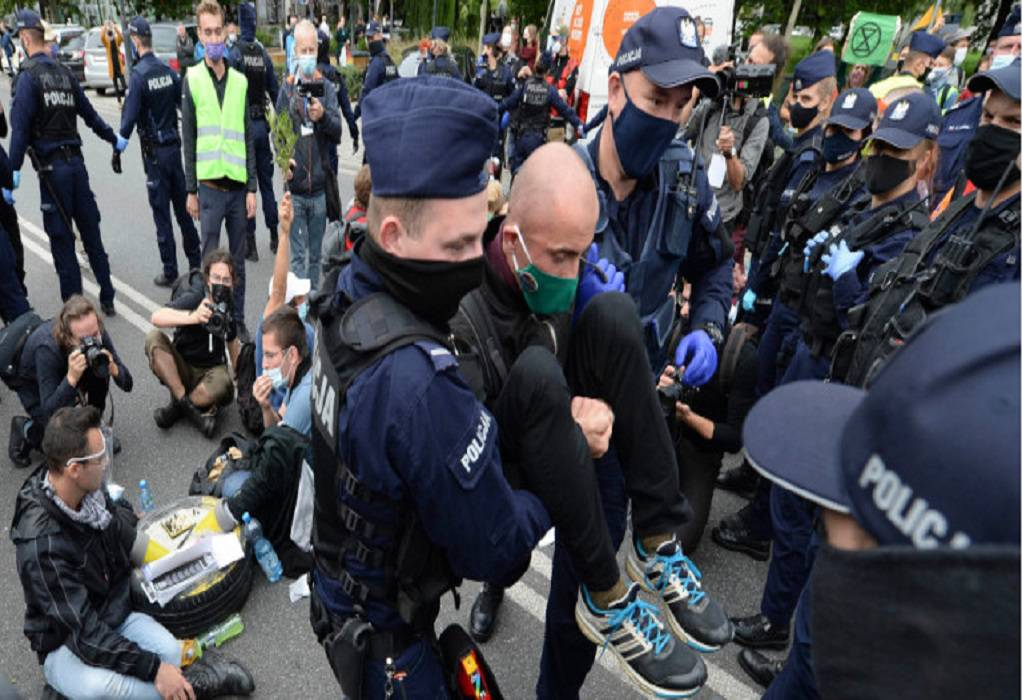 Διαδήλωση κατά μασκών και εμβολίων στην Πολωνία