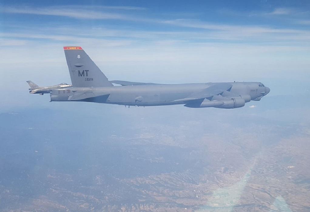 Ελληνικά F-16 συνόδευσαν αμερικανικά βομβαρδιστικά Β-52 στο FIR Αθηνών