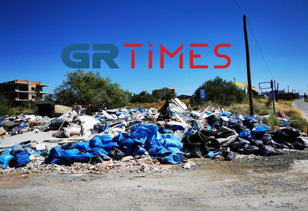 Εύοσμος: Βουνό από μπάζα και σκουπίδια σε ανεξέλεγκτη χωματερή (ΦΩΤΟ+VIDEO)