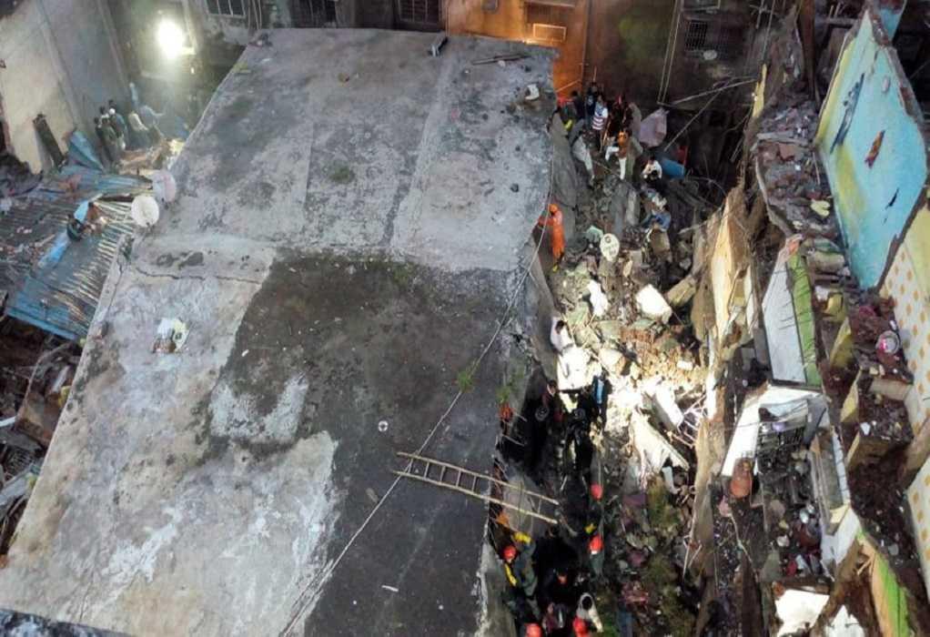 Ινδία: Κατάρρευση πολυκατοικίας στη Μουμπάι – Οκτώ νεκροί