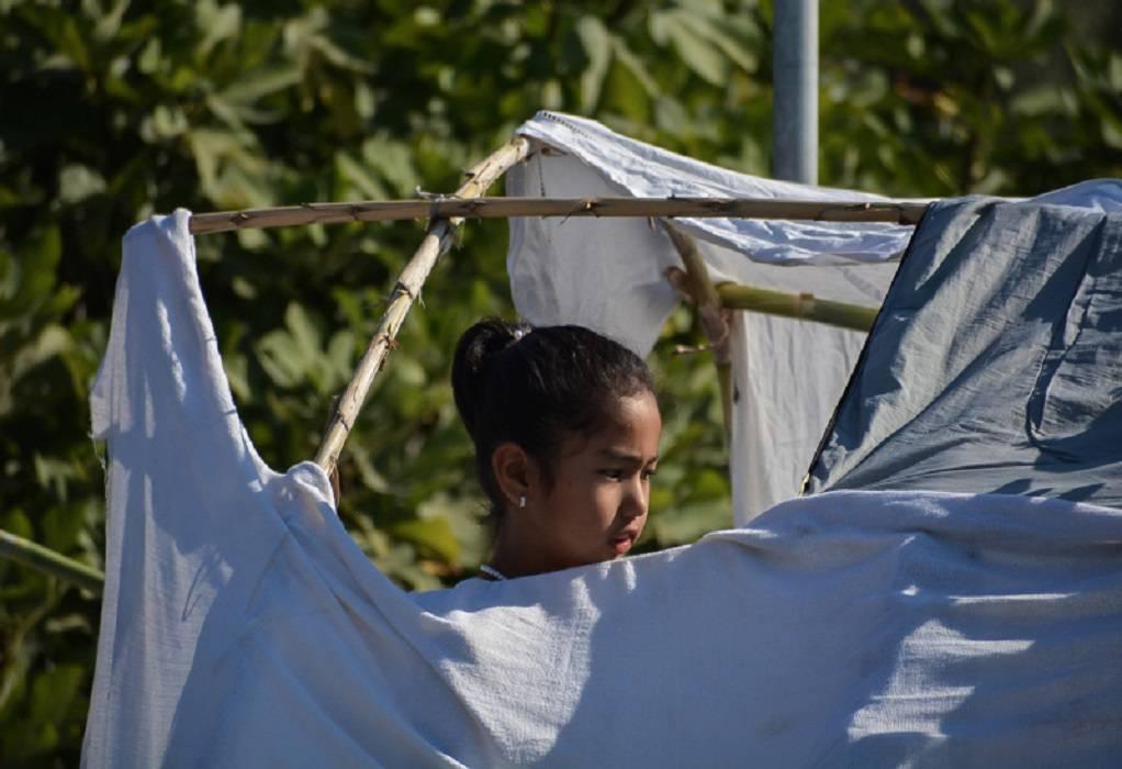 Δωρεά μασκών σε πρόσφυγες/μετανάστες στο Καρά Τεπέ