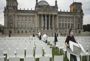 Γερμανία: 13.000 καρέκλες για τους πρόσφυγες στη Μόρια