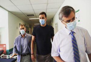 Επίσκεψη Κικίλια στη νοσηλεύτρια που δέχθηκε επίθεση
