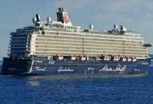 Πειραιάς: Κατέπλευσε στο λιμάνι το «Mein Schiff 6»