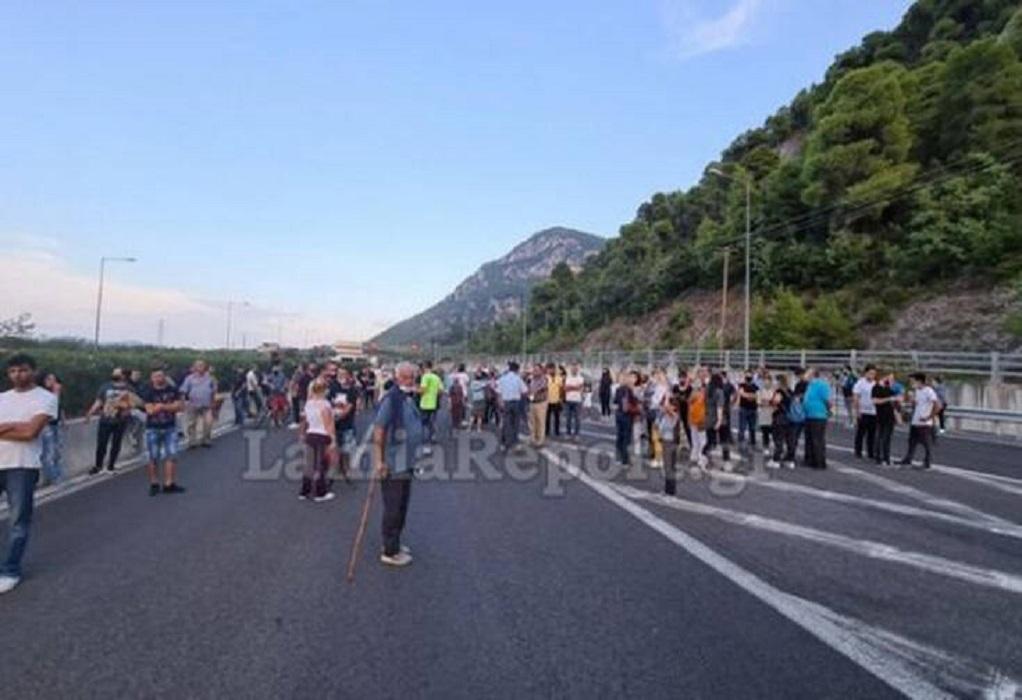 Καμένα Βούρλα: Διαμαρτυρία για άφιξη προσφύγων- Κλειστή η Ε.Ο.