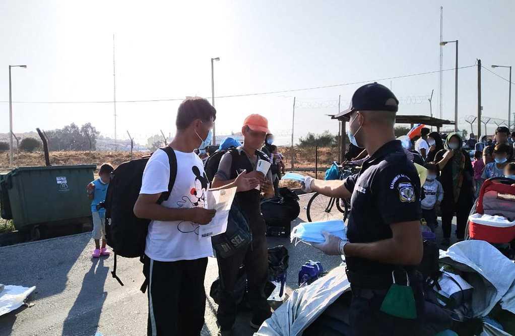Συνεχίζεται η επιχείρηση της ΕΛΑΣ για μεταφορά μεταναστών στο Καρά Τεπέ