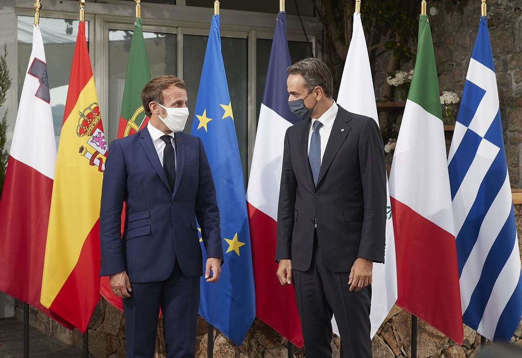 Με τον Γάλλο Πρόεδρο συνομίλησε τηλεφωνικά ο πρωθυπουργός