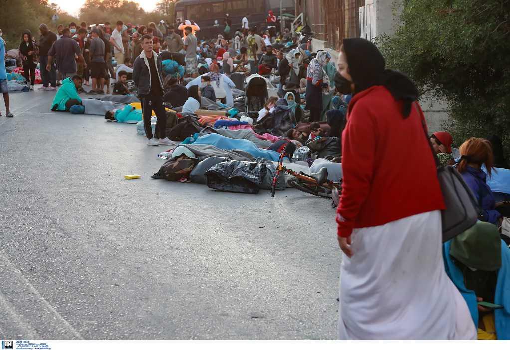 Ανάστατοι οι δήμαρχοι για τη μεταφορά μεταναστών από τη Μόρια