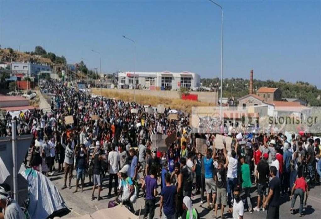 Λέσβος: Ένταση και πετροπόλεμος μεταξύ μεταναστών και ΕΛΑΣ