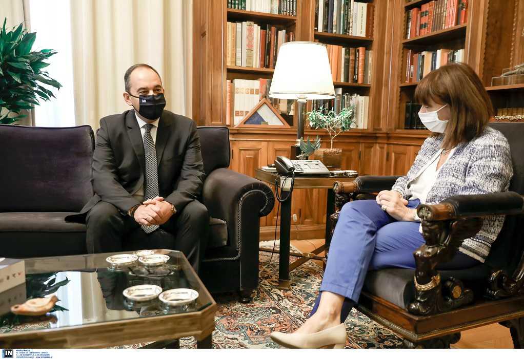 Τι συζήτησαν στην συνάντησή τους Σακελλαροπούλου – Πλακιωτάκης