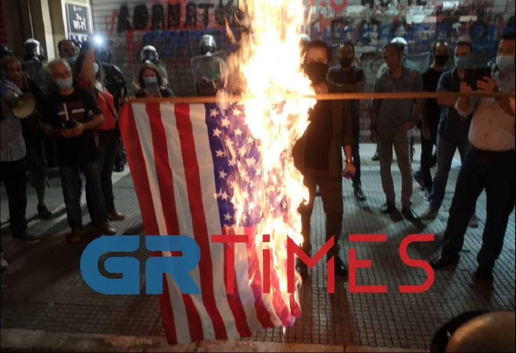 Έκαψαν την αμερικανική σημαία (ΦΩΤΟ-VIDEO)