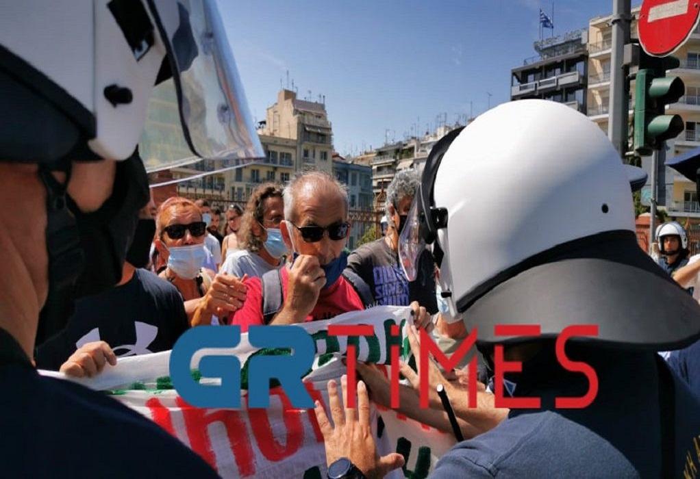 ΥΜΑΘ: Ένταση στη διαμαρτυρία εκπαιδευτικών (ΦΩΤΟ-VIDEO)