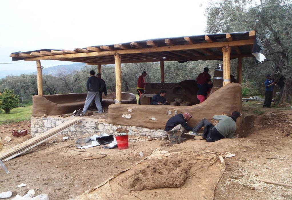 Η ομάδα που χτίζει γηίνα σπίτια με τα χέρια της!