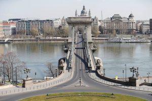 Ουγγαρία: Κλείνει ξανά τα σύνορα, είσοδος μόνο για τουρίστες από τρεις χώρες