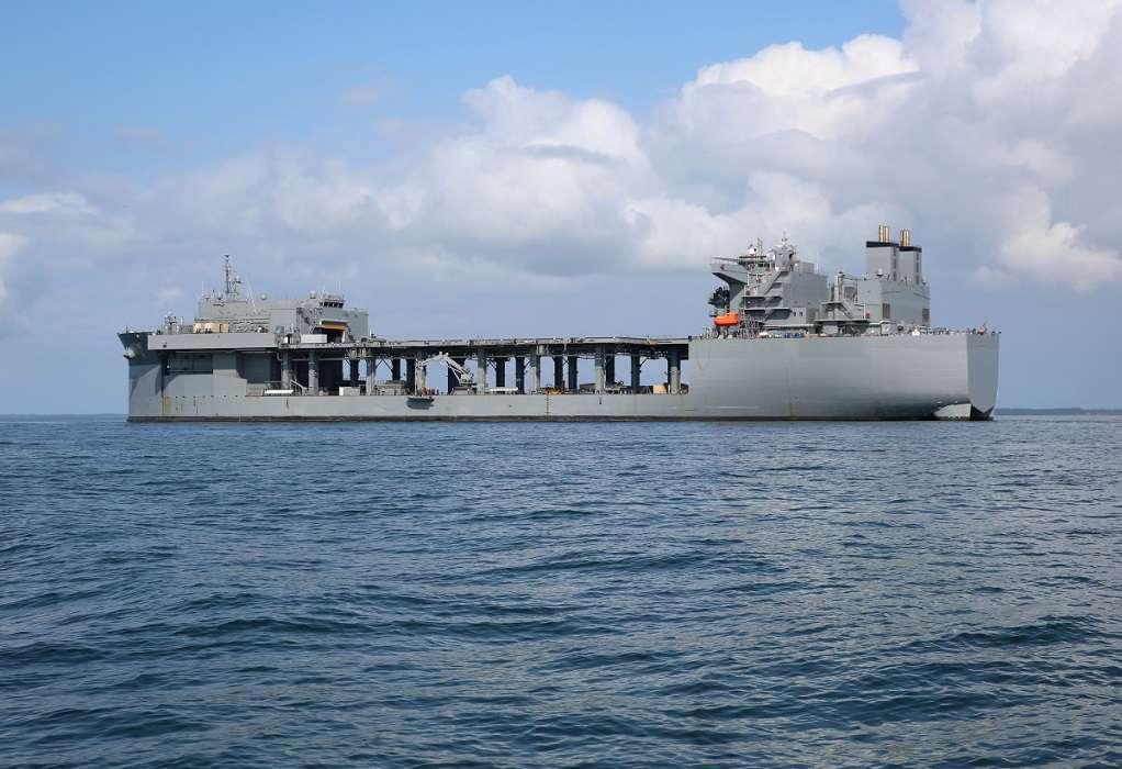 USS Hershel Williams: Το τεράστιο πλοίο που θα έχει έδρα τη Σούδα