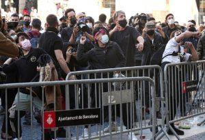 Καταλονία: Διαδήλωση κατά του κλεισίματος μπαρ και εστιατορίων (VIDEO)