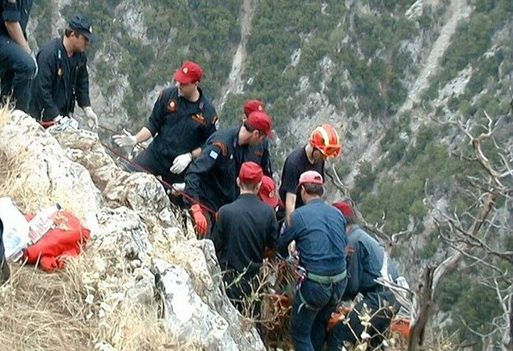 Καστοριά: Σε εξέλιξη επιχείρηση απεγκλωβισμού οδηγού που έπεσε σε χαράδρα