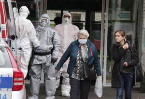Covid-19: Ρεκόρ νέων κρουσμάτων σε Πολωνία και Σλοβακία