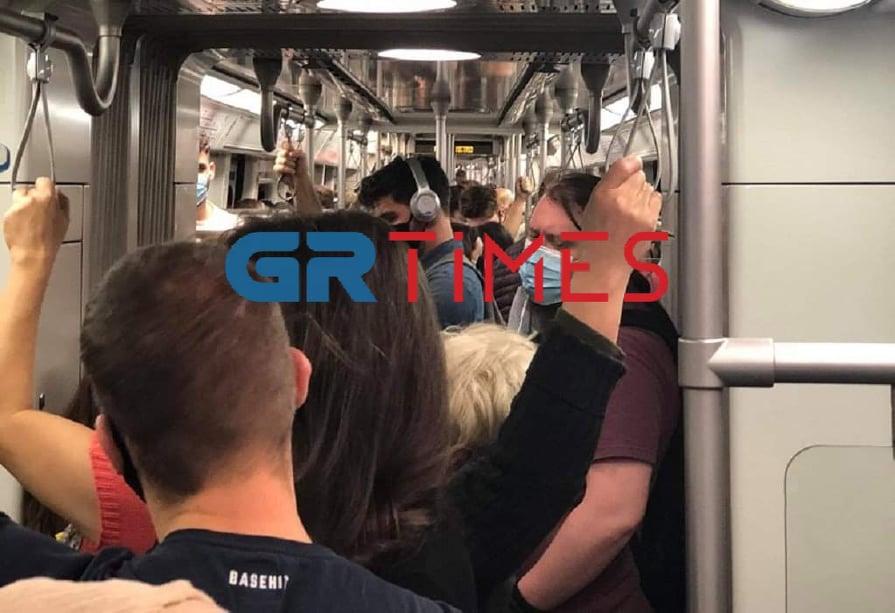 Αθήνα: Ο ένας πάνω στον άλλο στο μετρό (ΦΩΤΟ)