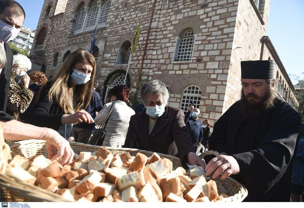 Χωρίς μάσκες στη δοξολογία στη Θεσσαλονίκη – Τι απαντούν οι ιερείς