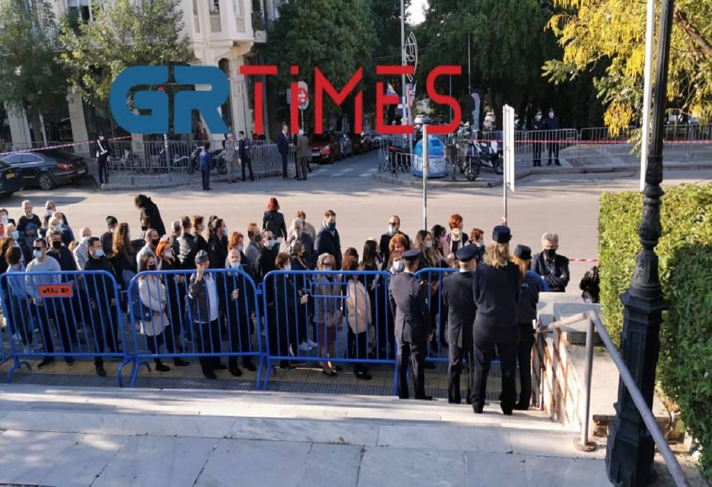 Άγιος Δημήτριος Θεσσαλονίκης: Τεράστιες ουρές και συνωστισμός έξω από τον ναό (pics, vids)