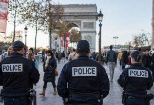 Γαλλία: Δεκάδες άγνωστοι επιτέθηκαν σε αστυνομικό τμήμα